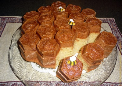 finished Honeycomb pull apart cake image