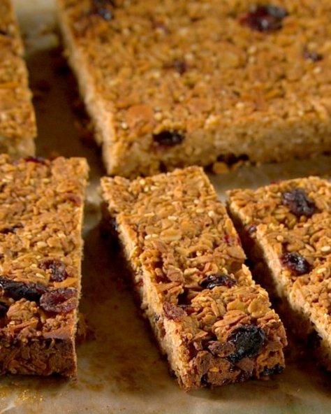 hungry-boy-granola-bar-mhlb2026_vert